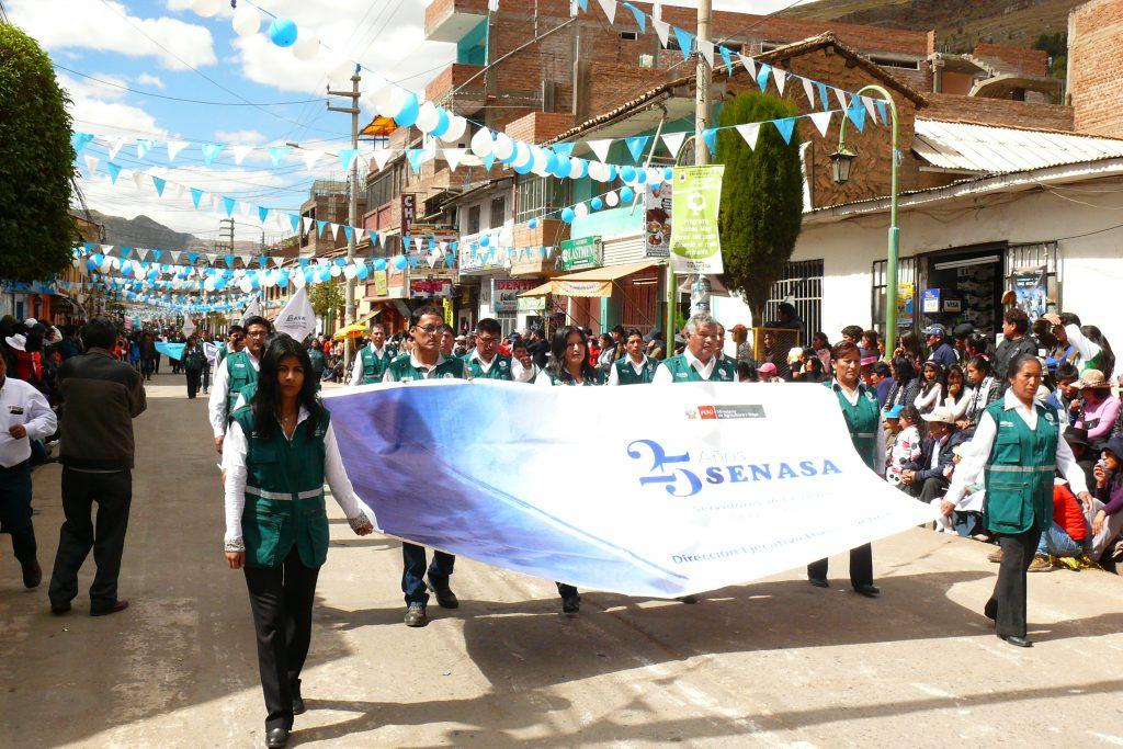 Senasa Huancavelica celebra día del Campesino con desfile cívico