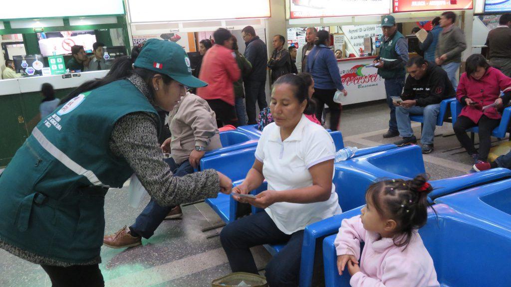 Cusco: Senasa orienta a pasajeros para evitar ingreso de Mosca de la fruta