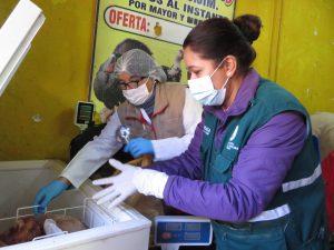 Operativo del Senasa y autoridades municipales en centros de venta y beneficio de aves