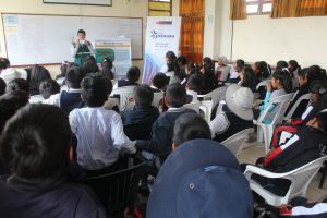 Senasa promueve en estudiantes prácticas para el control de mosca de la fruta